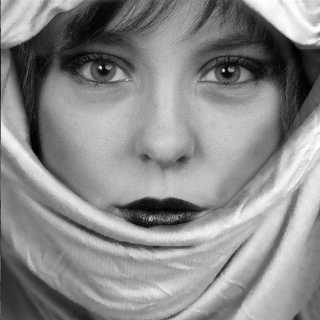 2018-04-06: Nieuwe foto toegevoegd aan het album Portret Glamour Portret Anke - Foto Atelier Beloved Memories Eindhoven